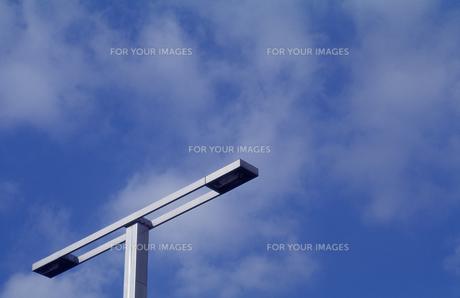 青空と照明灯の写真素材 [FYI00098761]