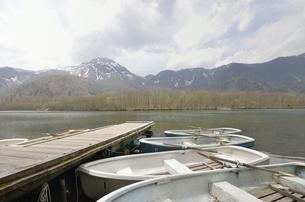 上高地・大正池と焼岳の写真素材 [FYI00098937]