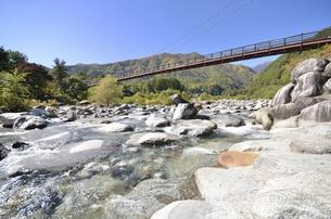 太田切川・こまくさ橋の写真素材 [FYI00098982]