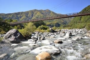 太田切川・こまくさ橋の写真素材 [FYI00098997]