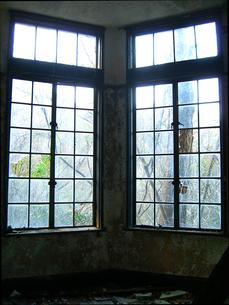 割れたガラス窓の写真素材 [FYI00099079]