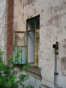 廃墟のドアの写真素材 [FYI00099092]
