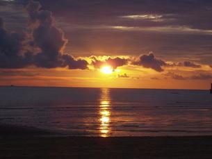 コタキナバルの夕日の写真素材 [FYI00099185]