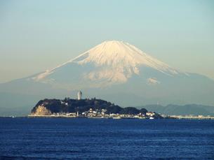 江ノ島と富士山の写真素材 [FYI00099198]