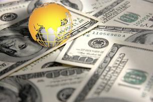 地球儀とドル紙幣の写真素材 [FYI00099767]