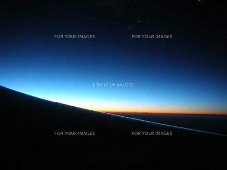 空での夜明けの写真素材 [FYI00100537]