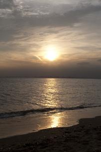 夕暮れの幕張海岸の写真素材 [FYI00100609]
