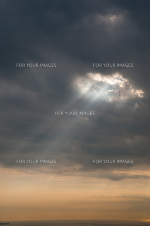 天空からの光の素材 [FYI00100755]