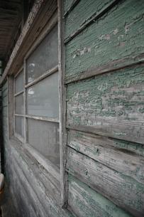 古民家の外壁の写真素材 [FYI00100950]