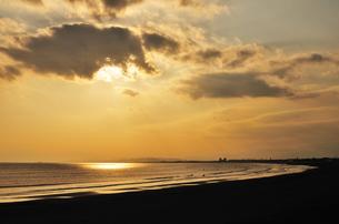 夕暮れの湘南海岸の写真素材 [FYI00101160]