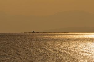 夕暮れの烏帽子岩の写真素材 [FYI00101161]
