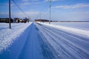 雪道の写真素材 [FYI00101467]