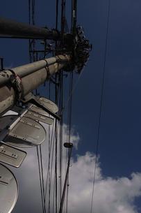電信柱と青空の写真素材 [FYI00101832]
