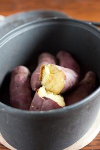 焼き芋の写真素材 [FYI00101998]