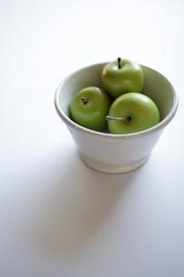 青りんご(フェイク)の写真素材 [FYI00102023]