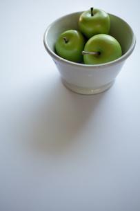 青リンゴ(フェイク)の写真素材 [FYI00102030]