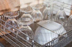 洗った食器の写真素材 [FYI00102225]