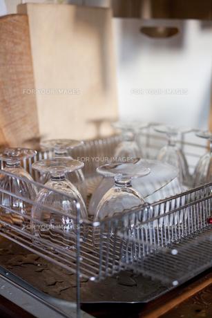 洗った食器の写真素材 [FYI00102234]