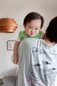 お父さんと赤ちゃんの写真素材 [FYI00102236]