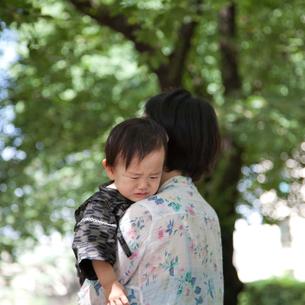 なきべそをかく赤ちゃんの写真素材 [FYI00102413]