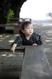 何かを指差す赤ちゃんの写真素材 [FYI00102418]