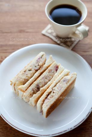ポテトサラダのサンドイッチの写真素材 [FYI00102518]