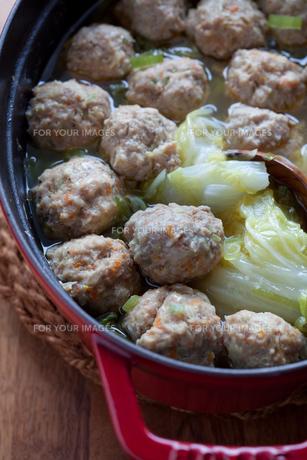 肉団子と白菜の煮込みの写真素材 [FYI00102636]