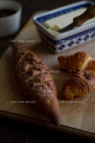 パンとバターとコーヒーの写真素材 [FYI00102786]