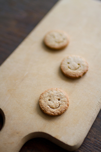スマイルクッキーの写真素材 [FYI00102801]