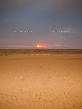 砂漠の夕暮れの写真素材 [FYI00103119]