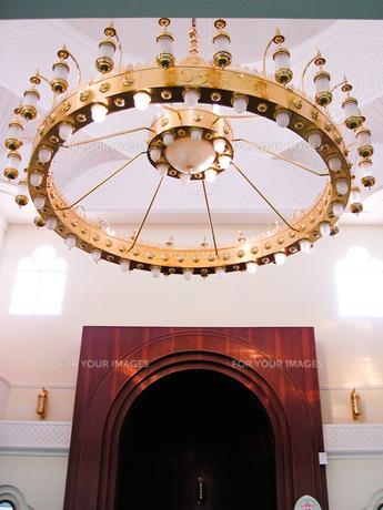 モスクの中のシャンデリアの写真素材 [FYI00103135]
