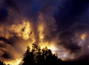 鮮烈な夕陽の素材 [FYI00103166]