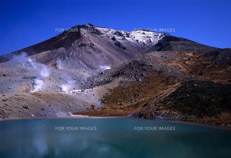 旭岳と火山湖の素材 [FYI00103194]