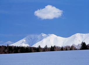 雪原と雲の写真素材 [FYI00103203]