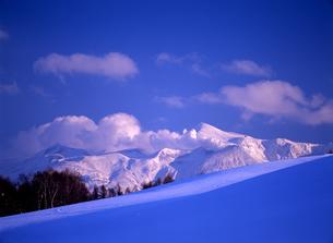 雪原と冬の火山の素材 [FYI00103379]