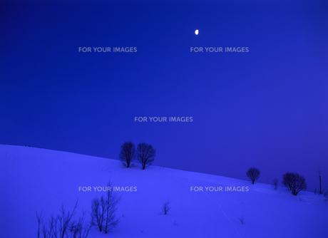 丘と月の素材 [FYI00103400]