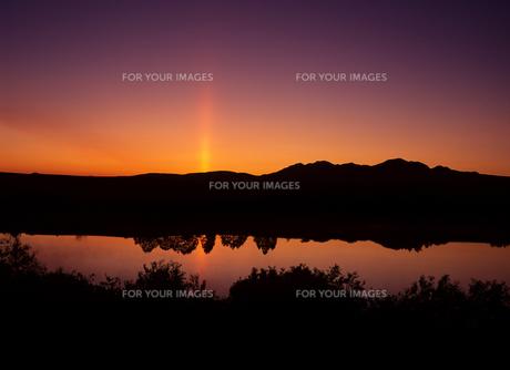 湖畔の夜明けの素材 [FYI00103464]