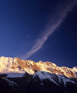 夕暮れのアルプスと雲の素材 [FYI00103475]