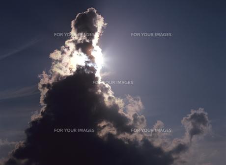 太陽と入道雲の素材 [FYI00103510]