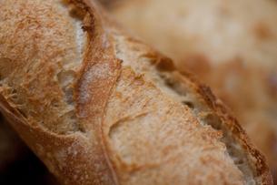 フランスパンのアップの写真素材 [FYI00103687]