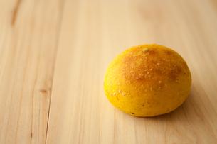 手作りかぼちゃのまるパンの写真素材 [FYI00103694]