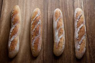 自家製のフランスパンの写真素材 [FYI00103703]