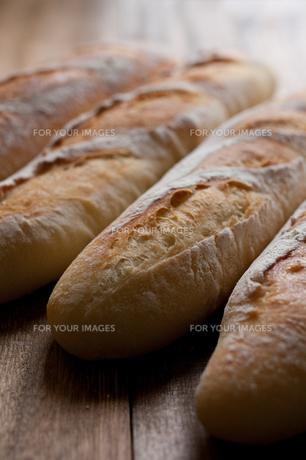 自家製のフランスパンの写真素材 [FYI00103709]