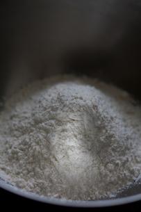 ボウルの中の小麦粉の写真素材 [FYI00103719]