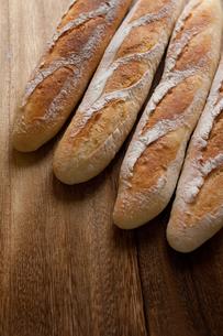 自家製のフランスパンの写真素材 [FYI00103720]