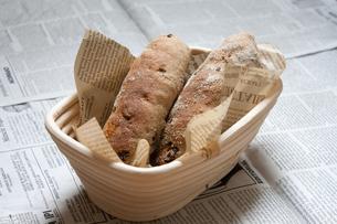 手作りドライフルーツ入りライ麦パンの写真素材 [FYI00103726]