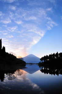 日の出前の写真素材 [FYI00105622]