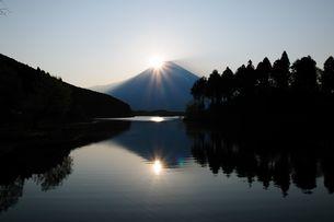 ダイヤモンド富士の写真素材 [FYI00105623]