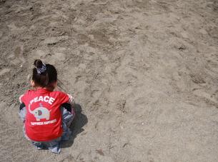 砂場の女の子の写真素材 [FYI00105661]