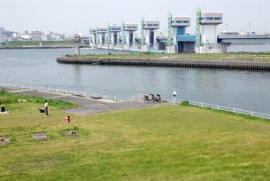 淀川大堰管理橋の写真素材 [FYI00105842]